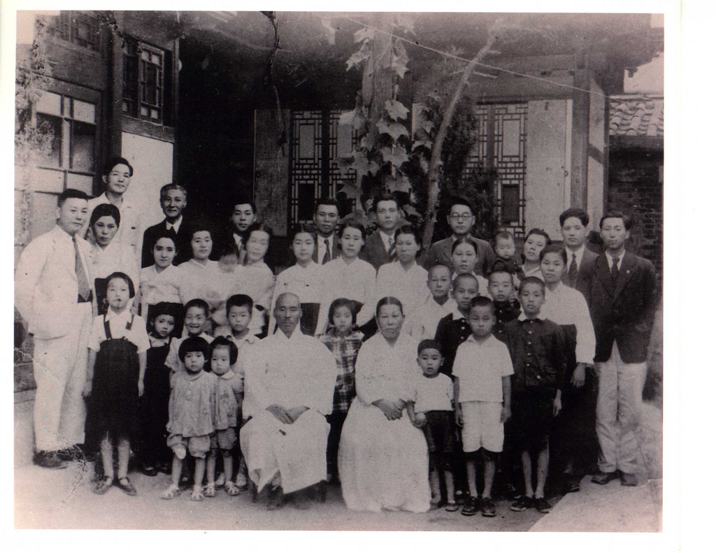 Seo (서 or 徐) family of Daegu, Korea, circa late 1940s